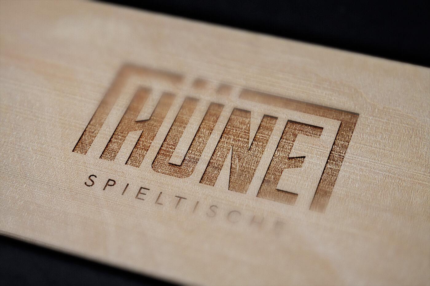 HÜNE Branding Logo Holz Gravur